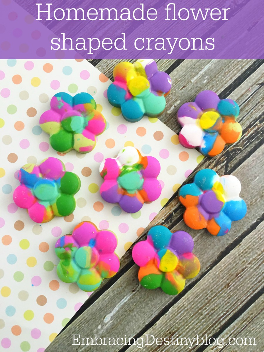 Make Your Own Flower Crayons {Recycle DIY}